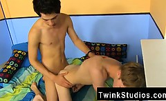 Hot twink Hunter Starr is trying to make it up to Giovanni L