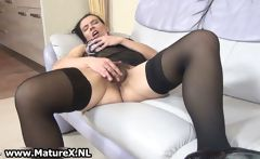 Horny housewifes loves pleasing her own