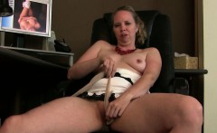 Pantyhose and porn get mom soaked