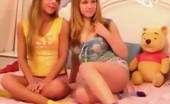 Teen Twins on Webcam!