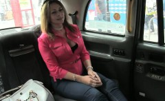 A driver jump in the backseat of his cab and fucked busty ho