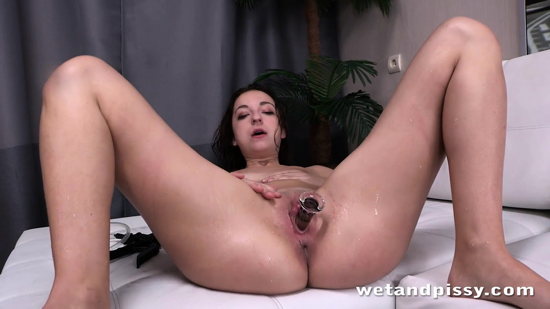 pissing-video-hd