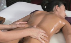 masseuse gets her customer wet
