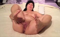 Chubby MILF rubbing her horny vagina