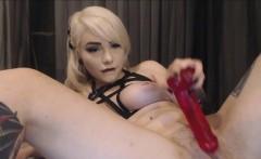Blonde webcam chick loves to masturbate anal