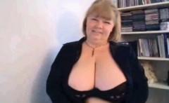Mother Carla brandishing big breasts on cam