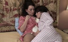 Ashlyn Rae gets seduced by lesbian MILF RayVeness