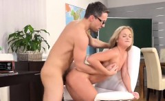 fervent nympho is geeting pissed on and splatters wet snatch