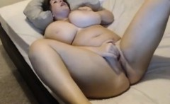 While bounces her breasts BBW masturbates