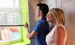 Busty mom pleasures a guy for fixing her shutters