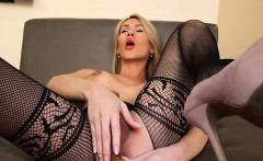 Slim sheshaft jerking her cock