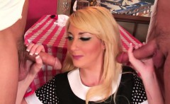 Blonde waitress double penetration