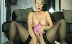 mature webcam model with huge boobs masturbates