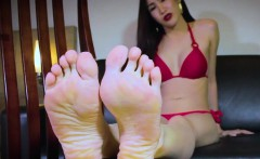 Bikini ladyboy toe teasing with her hot feet