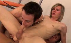 Bareback european amateur fucking in threeway