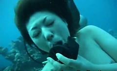 Underwater Fisting and Cumshot!
