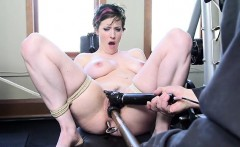 Moglie tettona bondage anal