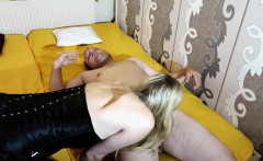 Blonde Sophia beim Blowjob