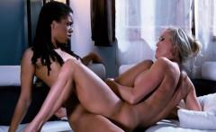 Mature babe Brandi Love seduces young black lesbian babe