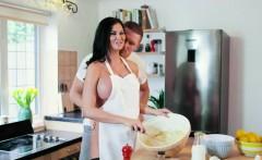 Sexy Jasmine Jae cooks and sucks cock same time