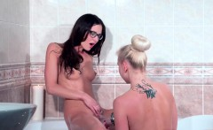 Hot nerdy brunette and blonde lesbian sex time in bathtub