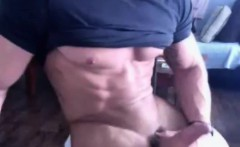 Muscle Guy Gets Naked and Wanks on Cam