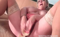 Mommy dildoes her pussy with lust