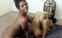 Threesome Ebony Lesbian