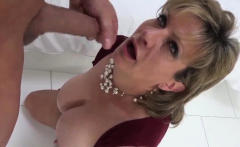 Adulterous uk mature lady sonia shows off her huge globes14r