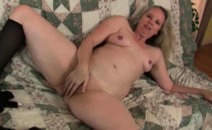 USA milf Beth dildo fucks her luscious pussy