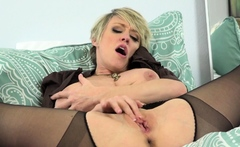Busty milf Rebecca Love from USA plays with her lady bits
