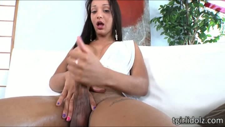 Tempting shemale Sunshyne Monroe jizzes